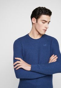 Hollister Co. - SCRUNCH CURVE HEM CREW - Svetr - solid navy - 3