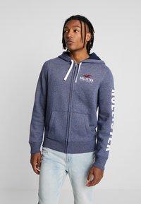 Hollister Co. - TECHNIQUE LOGO - veste en sweat zippée - navy - 0