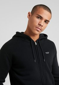 Hollister Co. - GENDERLESS ICON - Zip-up hoodie - black - 5