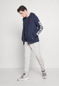 Hollister Co. - LIVED IN LEGACY LOGO  - Sudadera con cremallera - navy - 1
