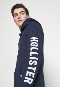 Hollister Co. - LIVED IN LEGACY LOGO  - Sudadera con cremallera - navy - 3