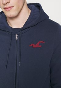 Hollister Co. - LIVED IN LEGACY LOGO  - Sudadera con cremallera - navy - 5