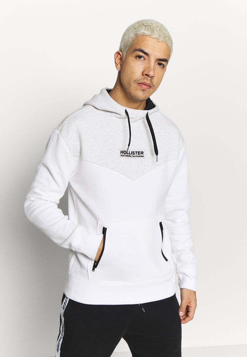 Hollister Co. - TONAL BOX  - Bluza z kapturem - grey/white