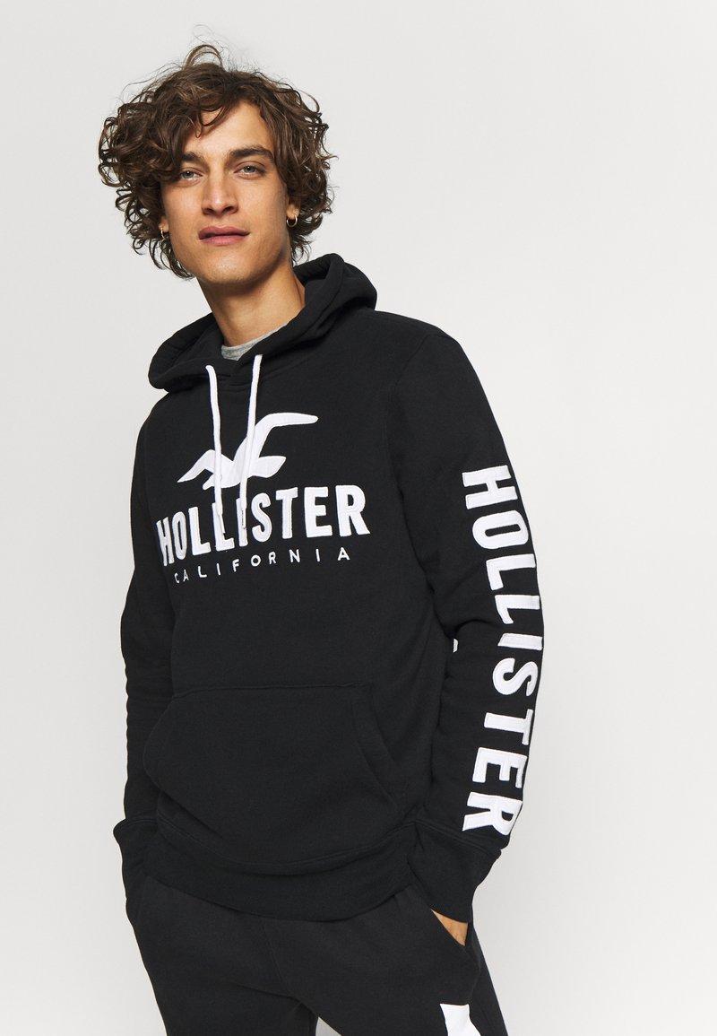 Hollister Co. - TECH LOGO - Mikina skapucí - black