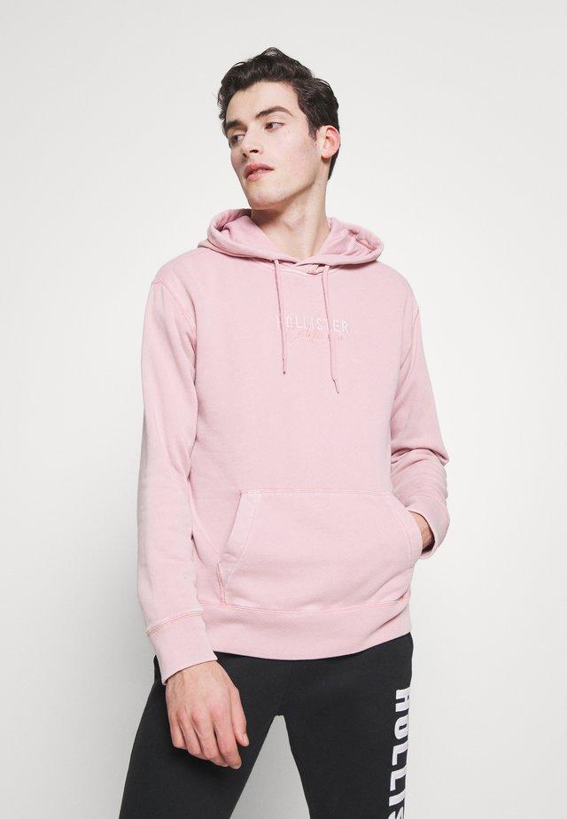 GARMENT DYE SCRIPT LOGO - Jersey con capucha - pink