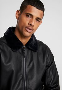 Hollister Co. - AVIATOR - Giacca in similpelle - black - 3