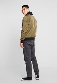 Hollister Co. - Bomberjacks - olive - 2