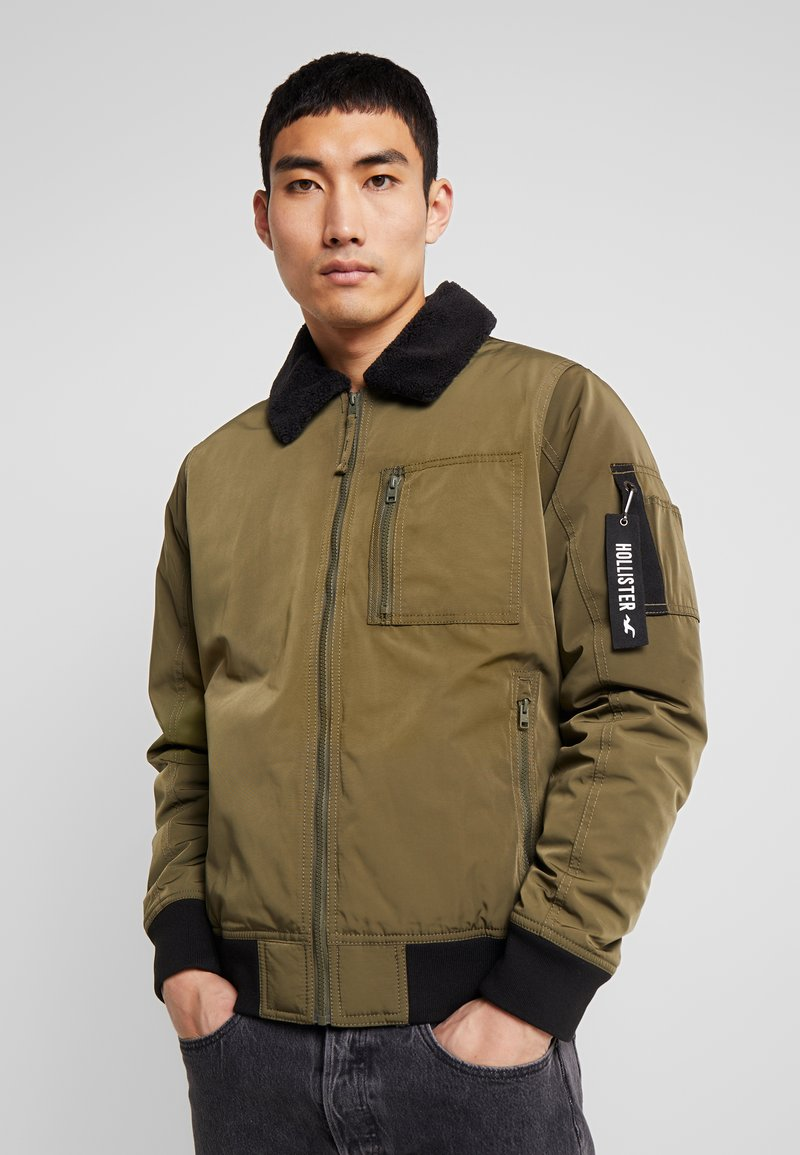 Hollister Co. - Bomberjacks - olive