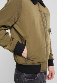 Hollister Co. - Bomberjacks - olive - 3