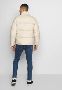 Hollister Co. - PUFFER MOCK BURG - Zimní bunda - beige - 2