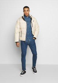 Hollister Co. - PUFFER MOCK BURG - Zimní bunda - beige - 1