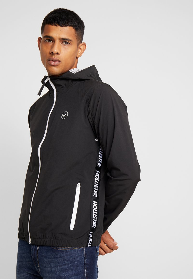 Hollister Co. - UNLINED WINDBREAKER  - Summer jacket - black
