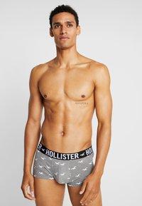 Hollister Co. - PATTERN 3 PACK - Boxerky - black/grey/dark blue - 1