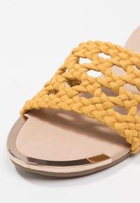 Head over Heels by Dune - LEEO - Matalakantaiset pistokkaat - yellow - 2