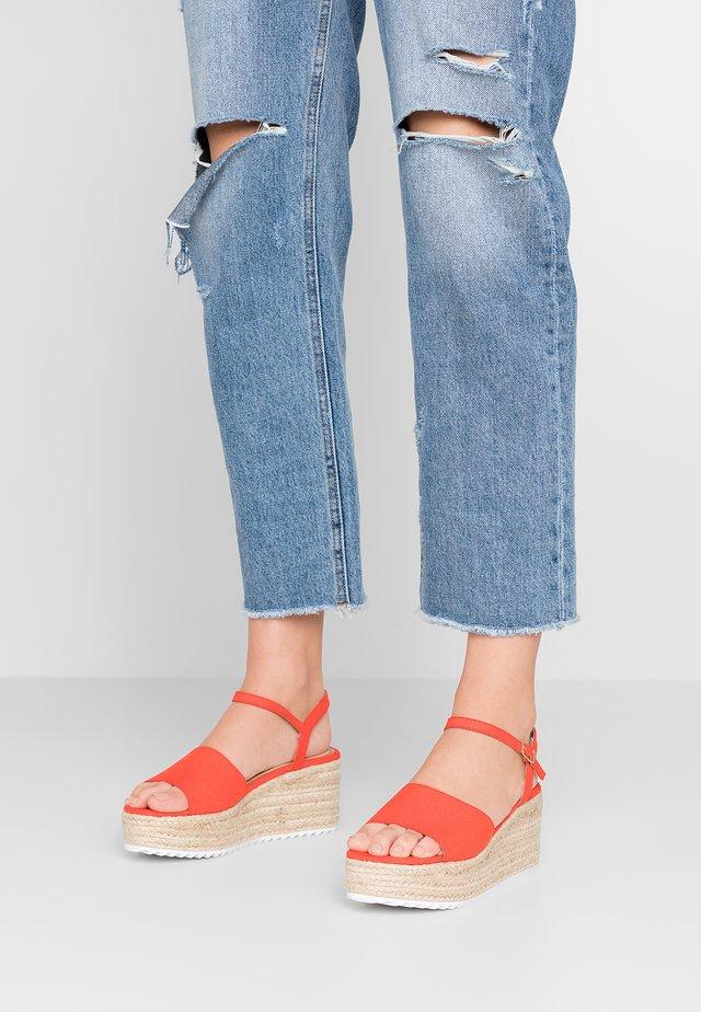 KENDON - Korkeakorkoiset sandaalit - red