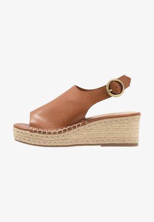 KLO - Sandály na platformě - tan