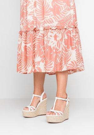 KARRISSA - Korolliset sandaalit - white