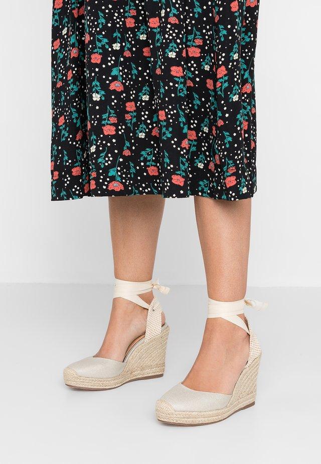 KALEE - Sandály na vysokém podpatku - beige