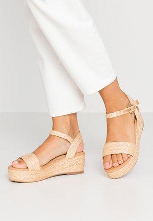 KALIEE - Sandály na platformě - natural