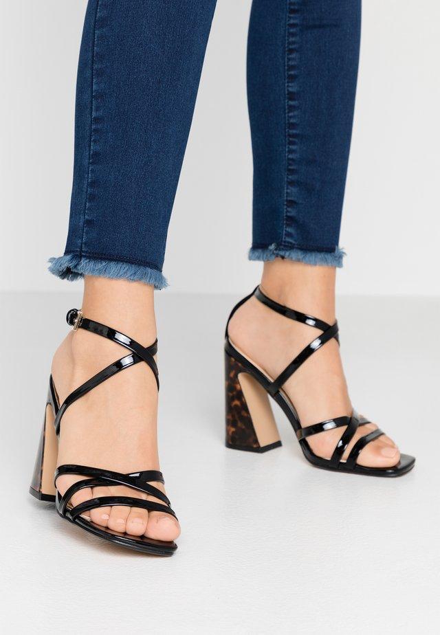 MEREDITH - Korolliset sandaalit - black