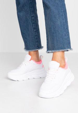 ELLIA - Sneakers basse - pink