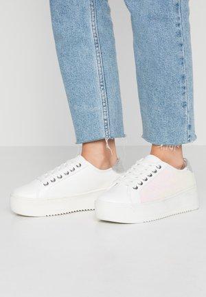 EILENA - Sneakersy niskie - white