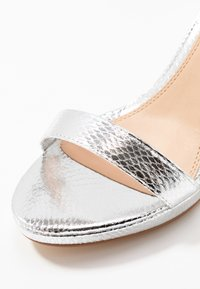 Head over Heels by Dune - MADINA - Sandalias de tacón - silver - 2