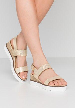 KYE - Sandály na platformě - gold