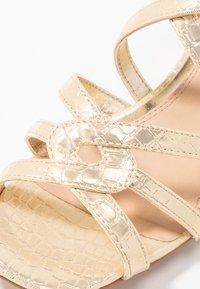Head over Heels by Dune - JAIDAN - Sandály - gold metallic - 2