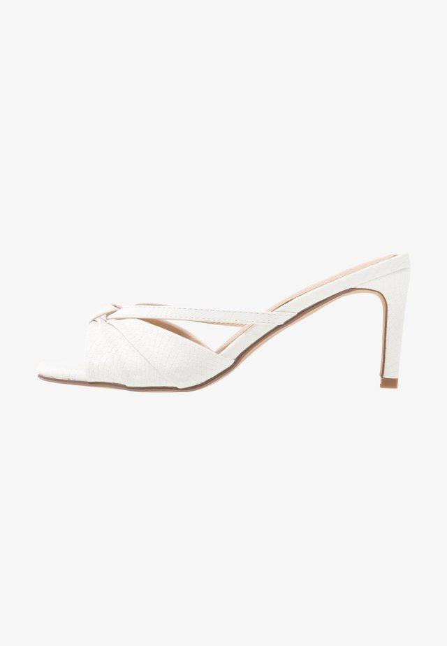 MELISSAA - Pantofle na podpatku - white