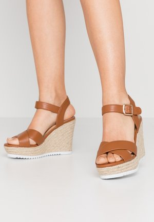 KATYAA - Sandály na vysokém podpatku - tan