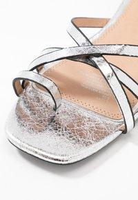 Head over Heels by Dune - LILLYY - Sandály s odděleným palcem - silver - 5