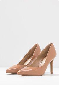 Head over Heels by Dune - ALEXXIS - Zapatos altos - camel - 4