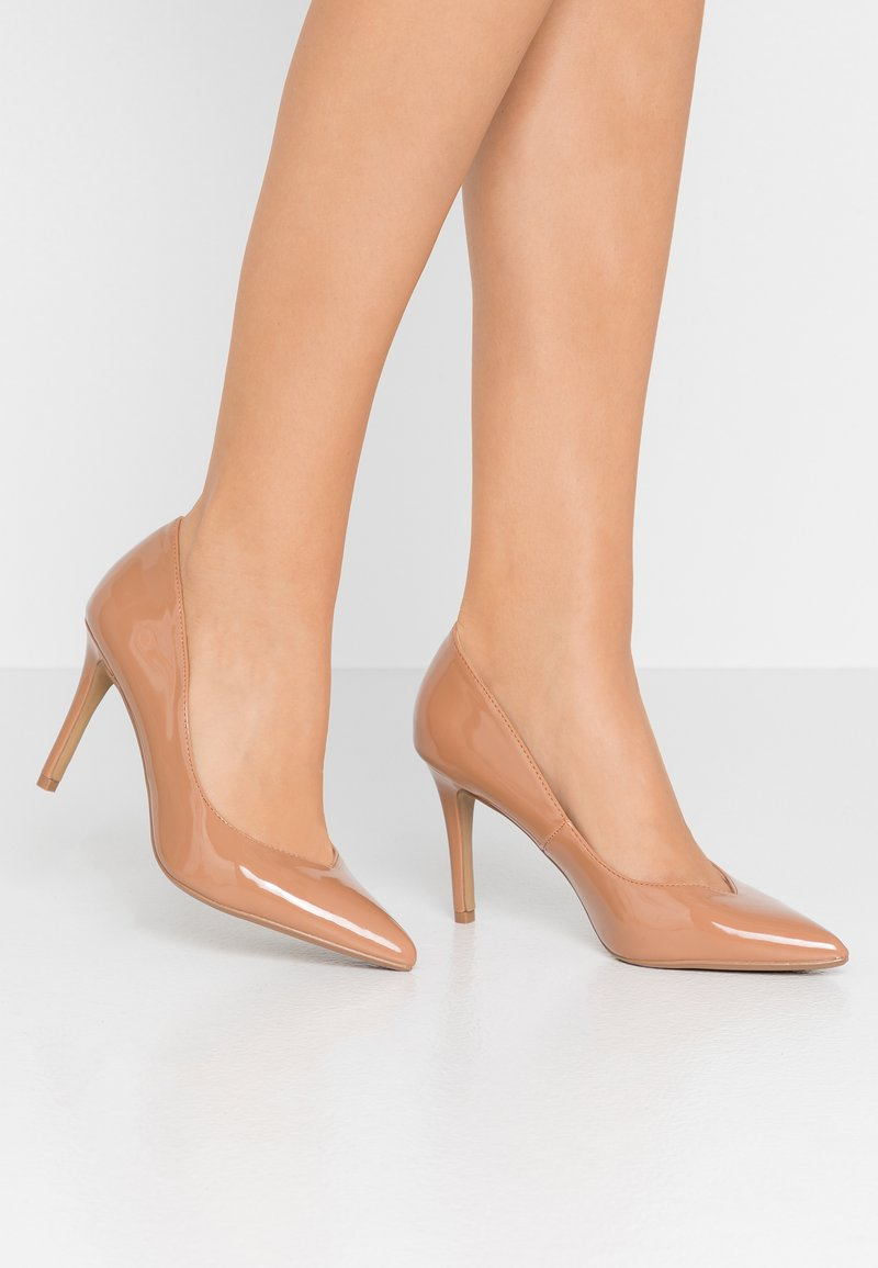 Head over Heels by Dune - ALEXXIS - Zapatos altos - camel