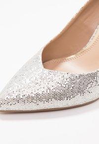 Head over Heels by Dune - AMALIA - Korolliset avokkaat - gold glitter - 2