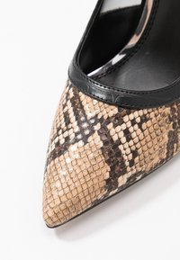 Head over Heels by Dune - ANANDA - Escarpins à talons hauts - black/white - 2