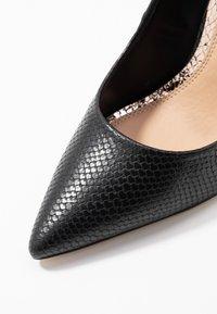 Head over Heels by Dune - AIMEES - Zapatos altos - black - 2