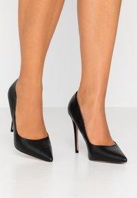 Head over Heels by Dune - AIMEES - Zapatos altos - black - 0