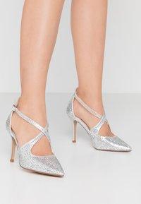 Head over Heels by Dune - CAROLIINA - Klassiske pumps - silver - 0