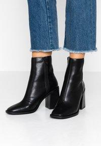 Head over Heels by Dune - OLIVEE - Stivaletti con tacco - black - 0