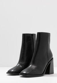 Head over Heels by Dune - OLIVEE - Stivaletti con tacco - black - 4