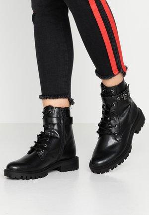 PRIYANKAA - Kovbojské/motorkářské boty - black