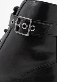 Head over Heels by Dune - PRIYANKAA - Stivaletti texani / biker - black - 2