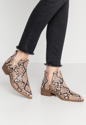 PATRIA - Boots à talons - natural