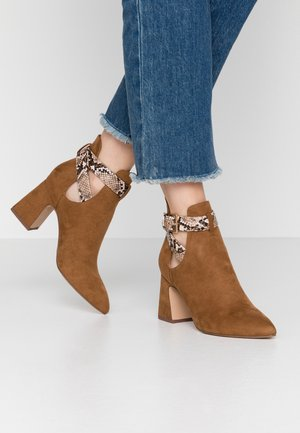 PAVIA - Ankle boots - tan