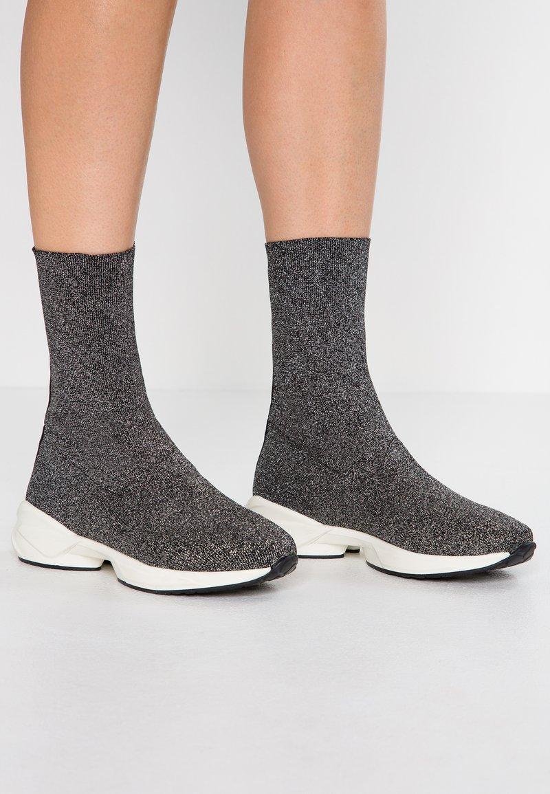 Helia - Vysoká obuv - silver