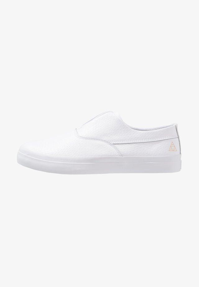 DYLAN  - Loaferit/pistokkaat - white