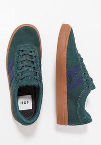 HUF - SOTO - Sneakers - pine/navy - 1