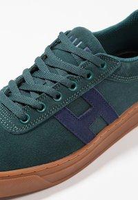 HUF - SOTO - Sneakers - pine/navy - 5