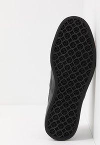 HUF - DYLAN SLIP ON - Slipper - black - 4